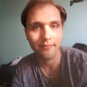 Chris - werkt als huishoudelijke hulp in Alkmaar