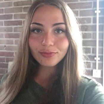 Lois - werkt als huishoudelijke hulp in Alkmaar