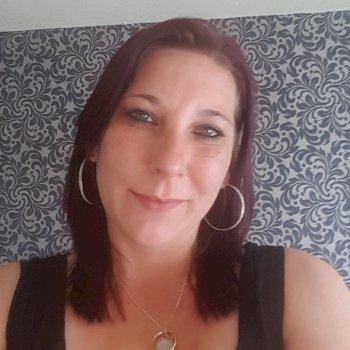 Jeanine - werkt als huishoudelijke hulp in Spijkenisse