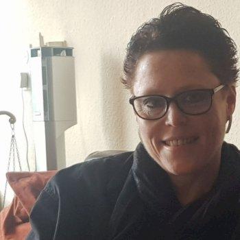Antoinette - werkt als huishoudelijke hulp in Enschede